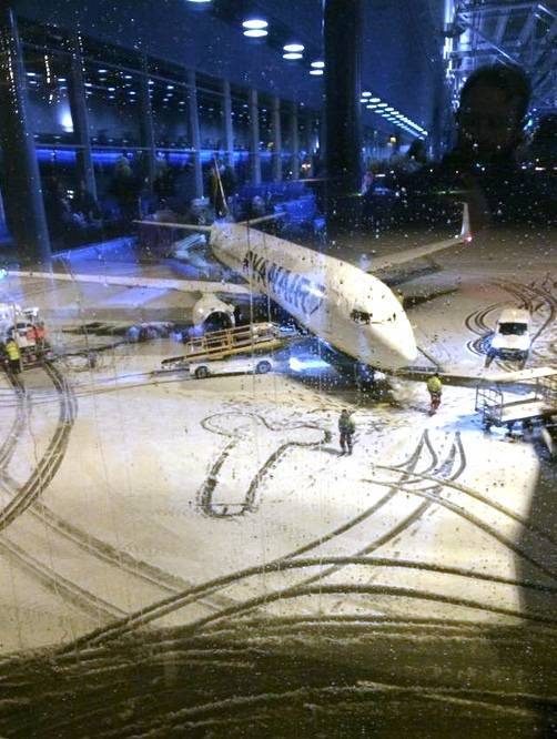 Ryanair's NSFW surprise snow drawing for its passengers
