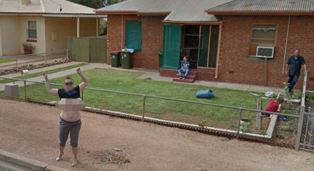 Google censor mum who got her breasts out for Street View camera