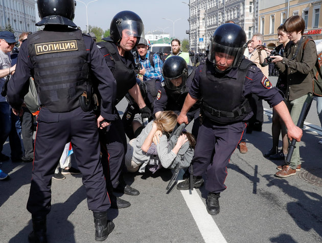 Putin Answers Anti-Corruption Protests With Arrests And Police Crackdown