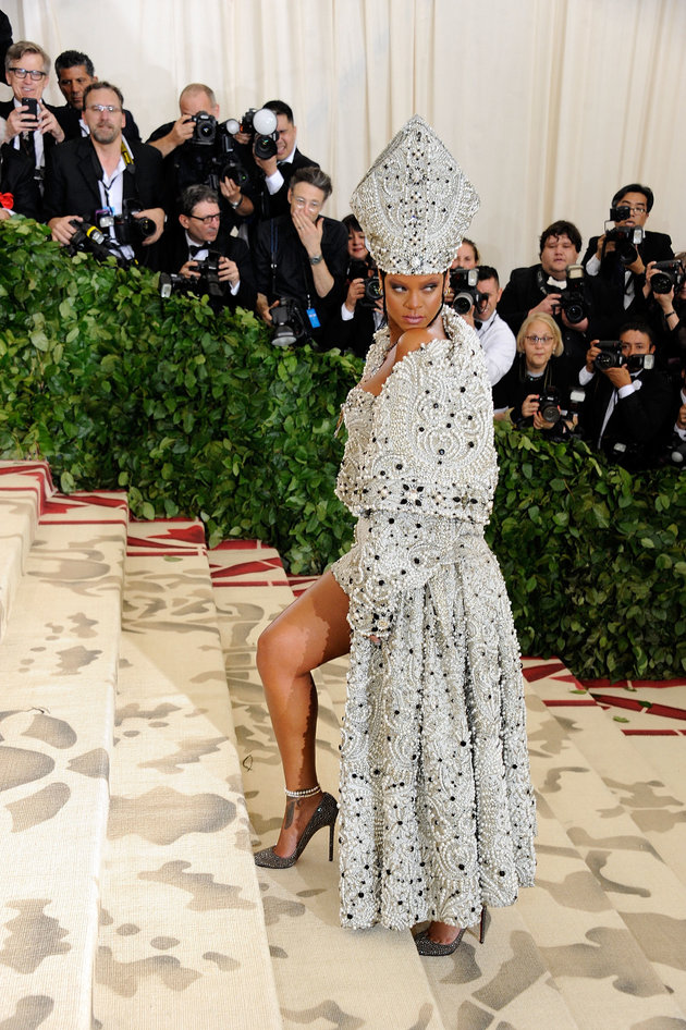 Met Gala 2018: Rihanna's Pope-Inspired Outfit Has Fans Queueing Up To Convert