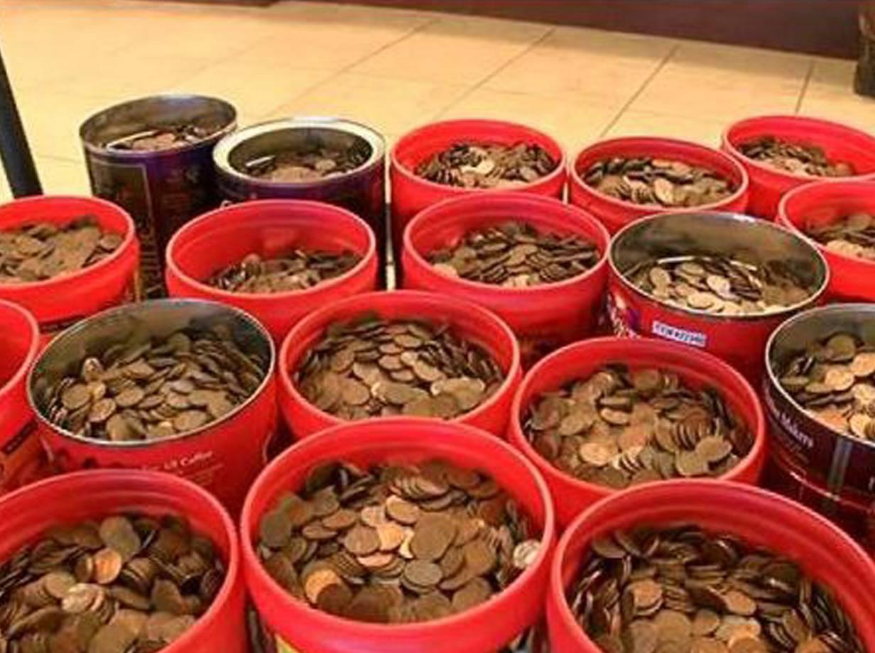 Man deposits 226kg of pennies in bank – Best customer ever?