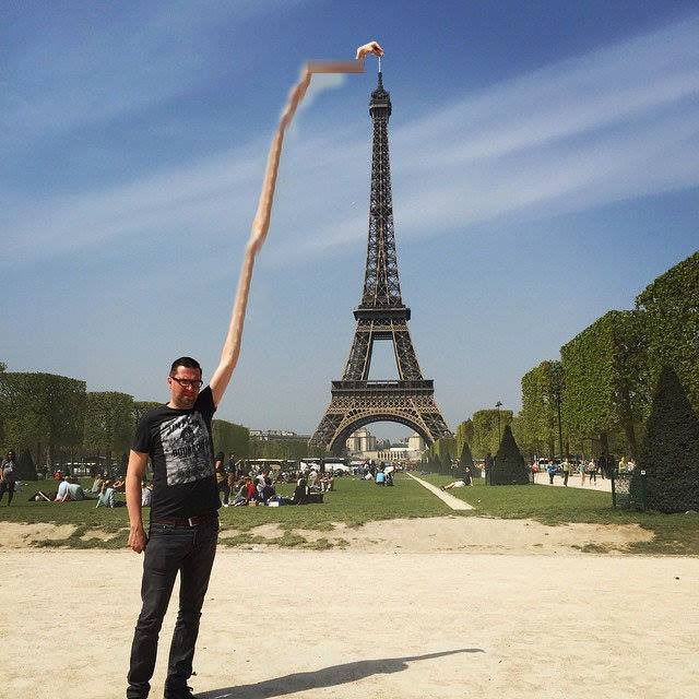 Man asks internet to Photoshop this lame tourist pic – internet goes to town