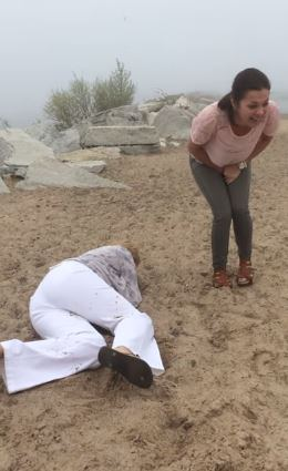 Mum faceplants the sand at the same moment her daughter's boyfriend proposes