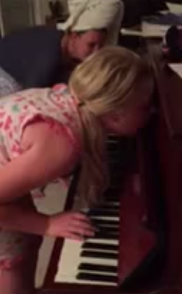 Girl, 12, plays the piano while sleepwalking, and she's actually pretty good